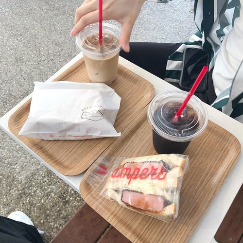 サンドイッチとコーヒー ampere