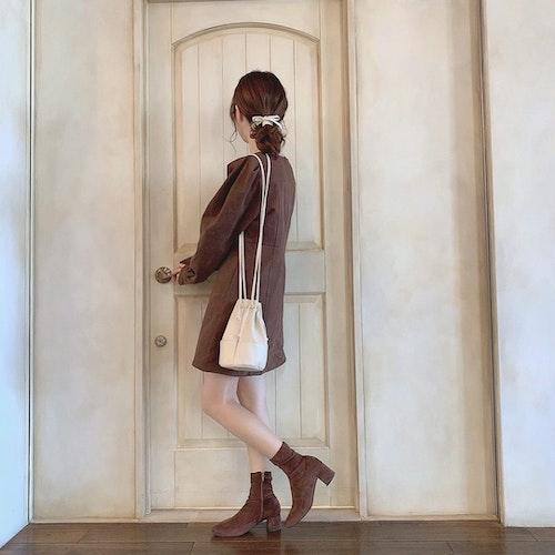 扉の前ショット