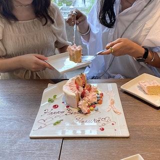 サプライズケーキのあるカフェ