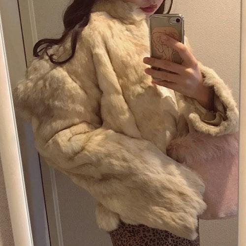 淡色ファーコート