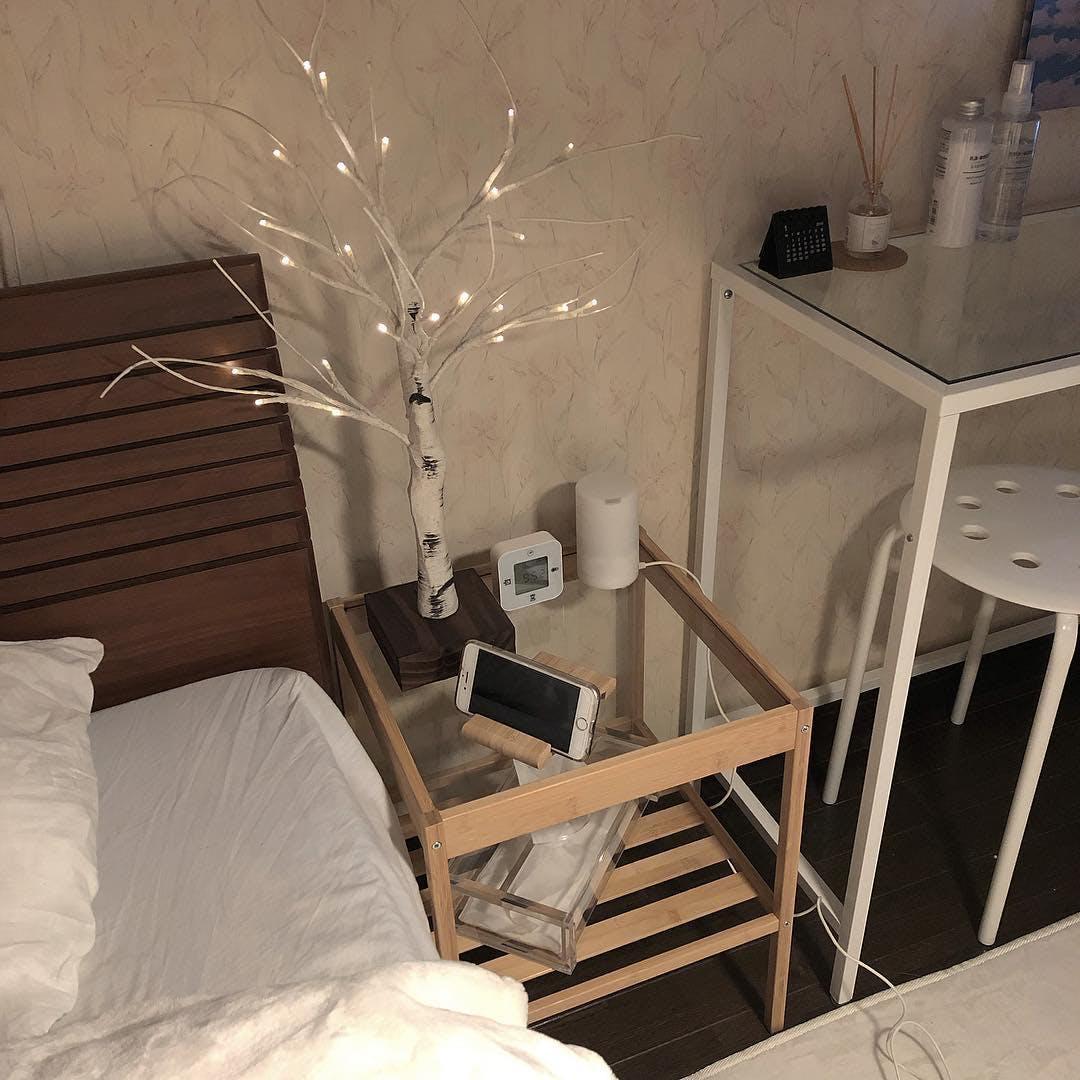 IKEAベッドサイドテーブル