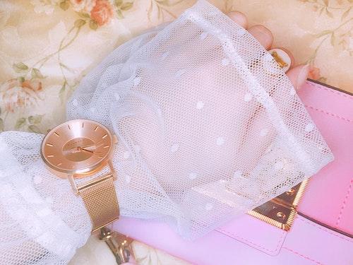 服の上に時計