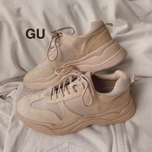 GUのベージュダッドスニーカー