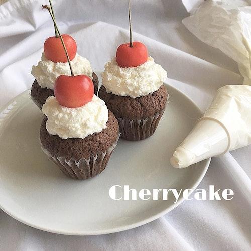手作りさくらんぼケーキ