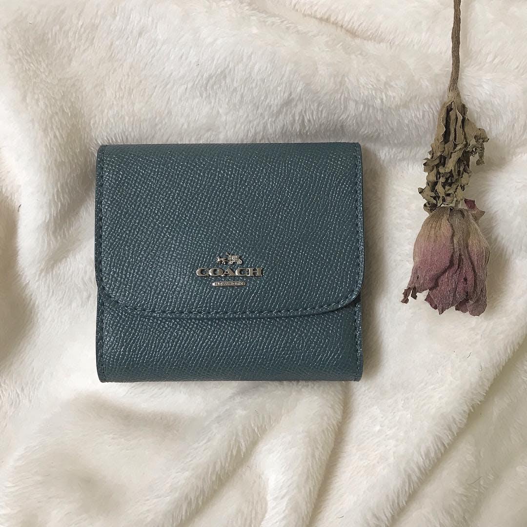 くすみカラー財布