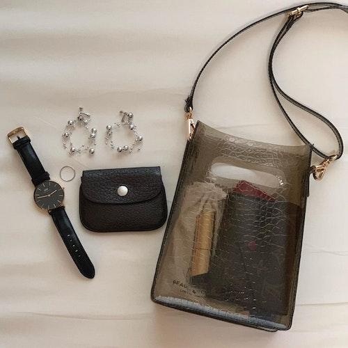 クロコデザインのバッグ