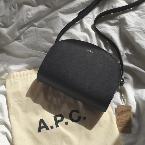 A.P.C.ハーフムーン